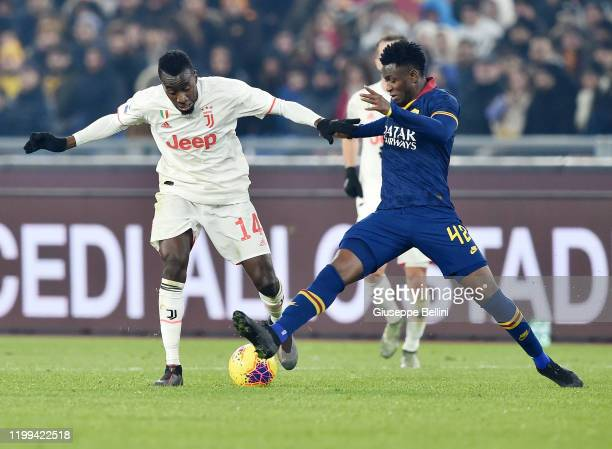 Blaise Matuidi of Juventus FC and Amadou Diawara of AS Roma in action during the Serie A match between AS Roma and Juventus FC at Stadio Olimpico on...