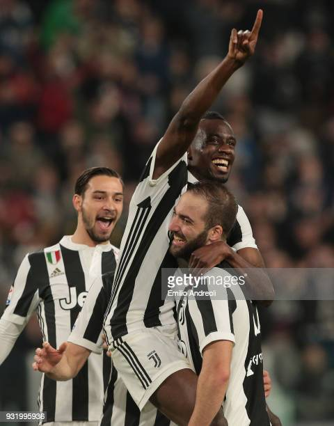 Blaise Matuidi of Juventus FC celebrates his goal with his teammates Gonzalo Higuain and Mattia De Sciglio during the serie A match between Juventus...