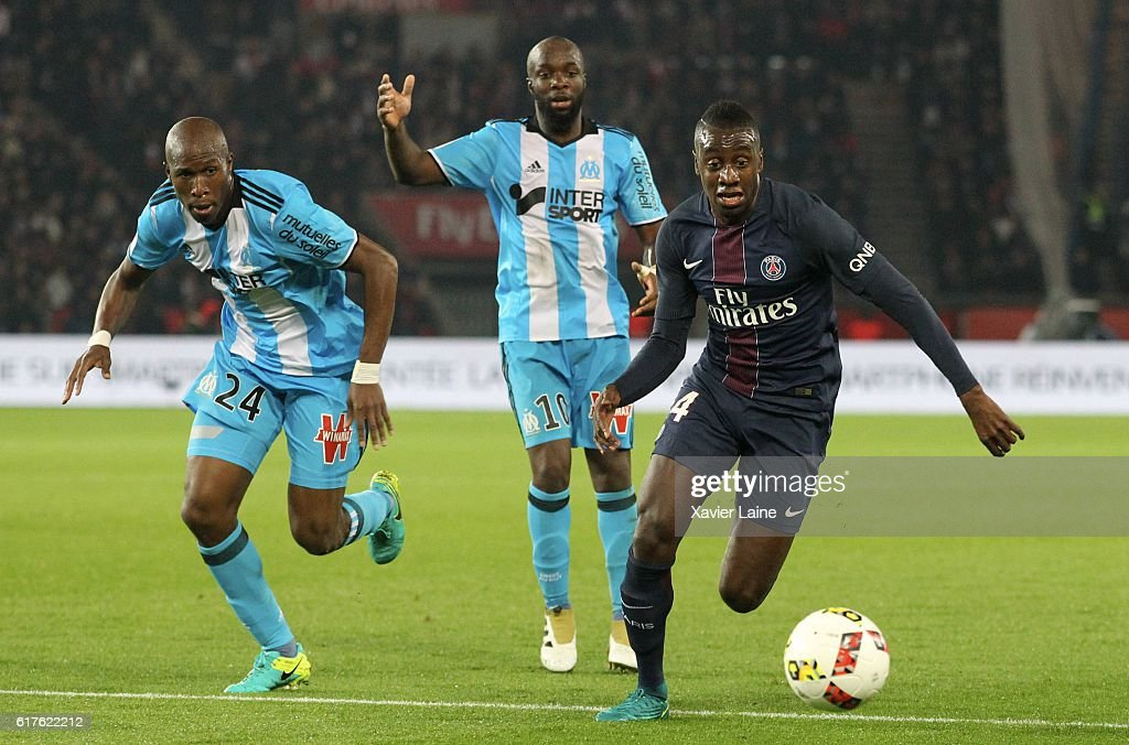 Blaise Matuidi of Paris Saint-Germain in action with Rod Fanni #25 and Lassana Diarra of Olympique de Marseille during the French Ligue 1 match between Paris Saint-Germain and Olympique de Marseille at Parc des Princes on october 23, 2016 in Paris, France.