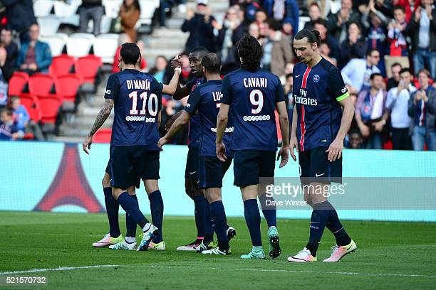 Blaise Matuidi of PSG celebrates his goal with Edinson Cavani of PSG during the French Ligue 1 between Paris Saint Germain and Caen at Parc des...