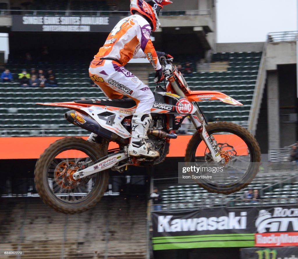 Blake Baggett 450SX Rocky Mountain ATV/MC KTM catches some