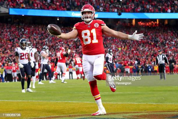 Blake Bell of the Kansas City Chiefs celebrates his eight yard touchdown reception against the Houston Texans during the fourth quarter in the AFC...