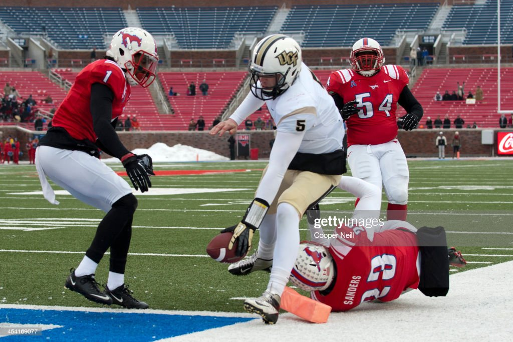 Blake Bortles #5 of the Central Florida Knights rushes for a 15 yard touchdown against the SMU Mustangs on December 7, 2013 at Gerald J. Ford Stadium in Dallas, Texas.