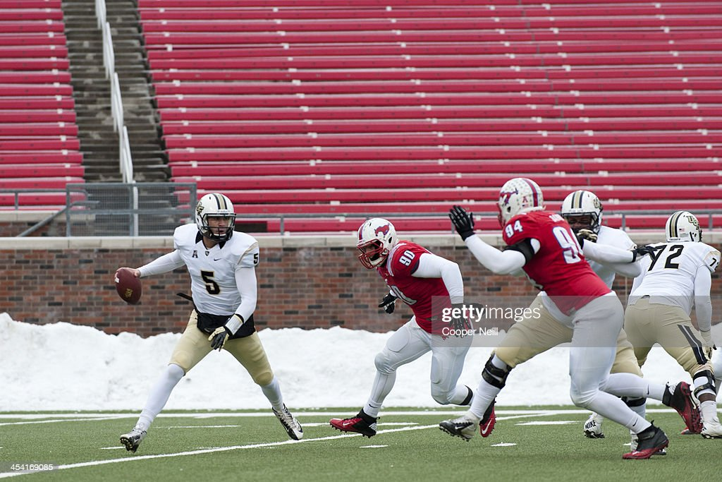 Blake Bortles #5 of the Central Florida Knights scrambles against the SMU Mustangs on December 7, 2013 at Gerald J. Ford Stadium in Dallas, Texas.