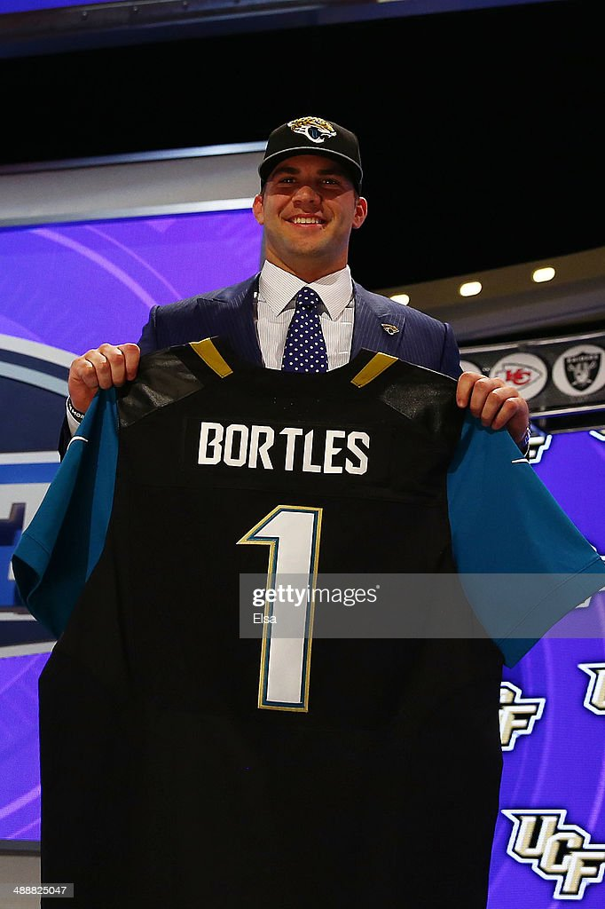 the best attitude 0e24c 384b9 Blake Bortles of the UCF Knights poses with a jersey after ...