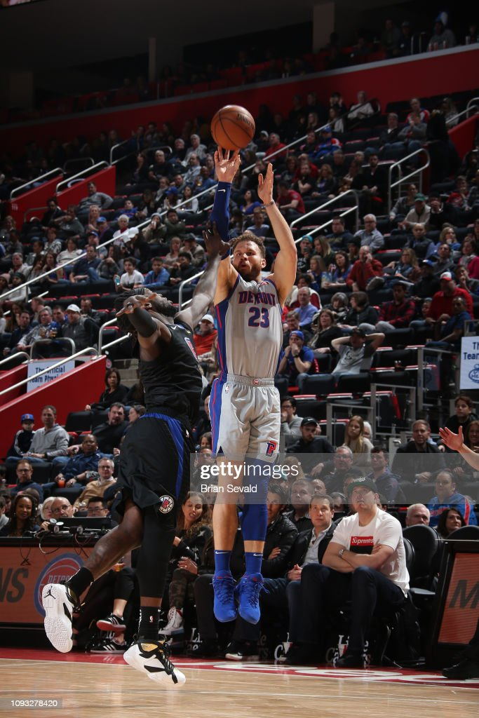 Blake Griffin of the Detroit Pistons shoots the ball against the LA