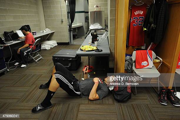 Blake Griffin of the Los Angeles Clippers gets ready before the game against the Utah Jazz at EnergySolutions Arena on March 14 2014 in Salt Lake...
