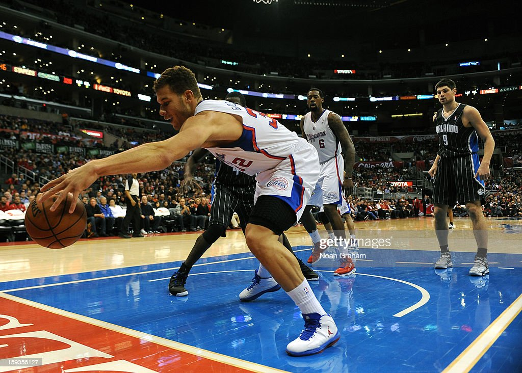 Blake Griffin #32 of the Los Angeles Clippers grabs a ball going out of bounds against the Orlando Magic at Staples Center on January 12, 2013 in Los Angeles, California.