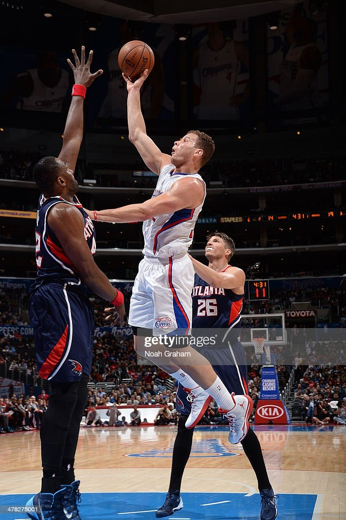 Blake Griffin #32 of the Los Angeles Clippers shoots against the Atlanta Hawks at Staples Center on March 8, 2014 in Los Angeles, California.