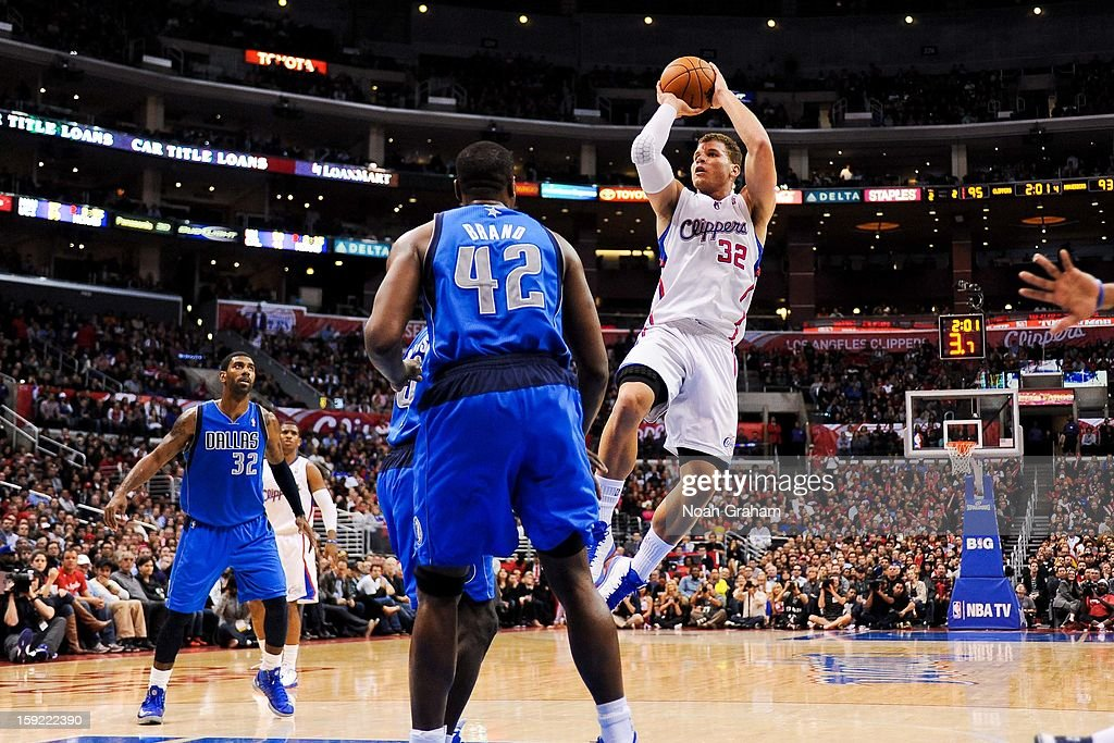 Blake Griffin #32 of the Los Angeles Clippers shoots in the lane against the Dallas Mavericks at Staples Center on January 9, 2013 in Los Angeles, California.