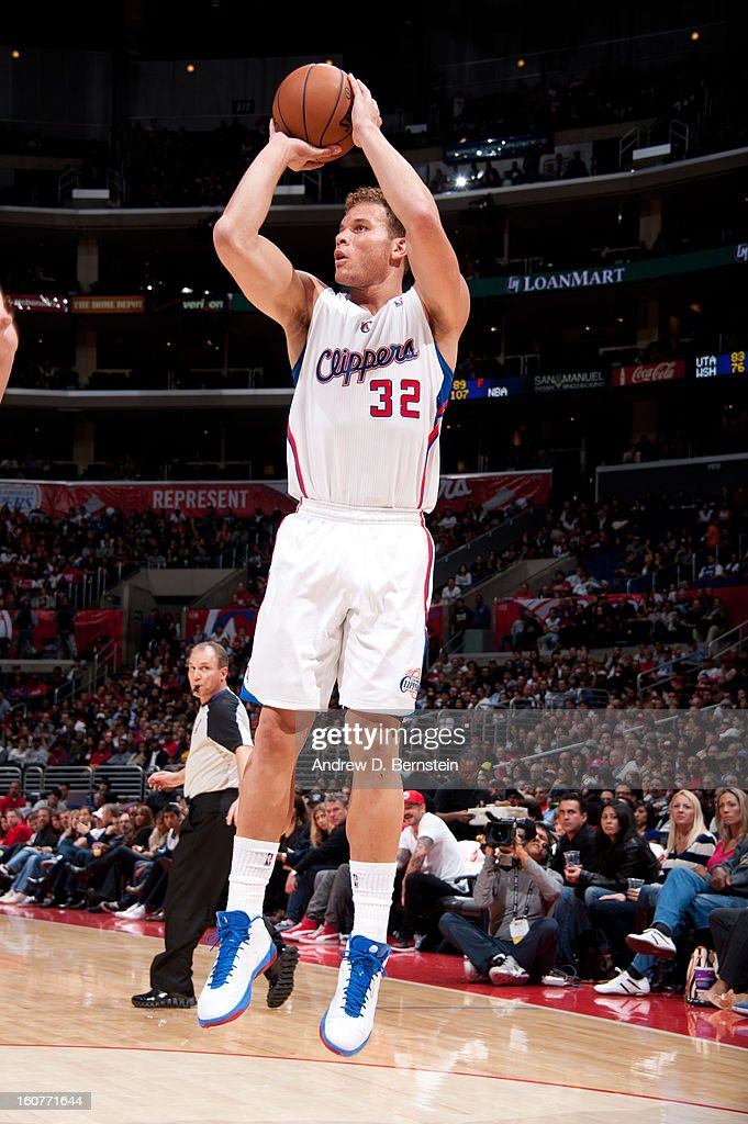 Blake Griffin #32 of the Los Angeles Clippers takes a shot against the Chicago Bulls at Staples Center on November 17, 2012 in Los Angeles, California.