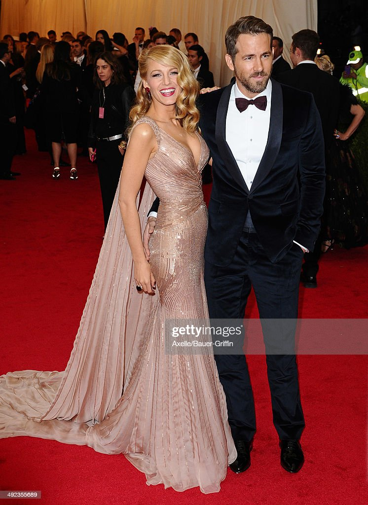 'Charles James: Beyond Fashion' Costume Institute Gala - Arrivals : News Photo