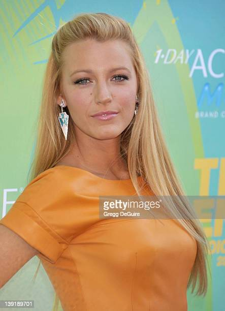 Blake Lively arrives at Teen Choice 2011 at the Gibson Amphitheatre on August 7 2011 in Universal City California