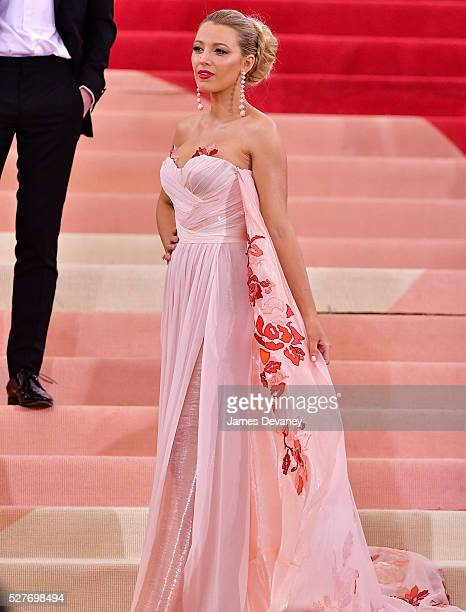 Blake Lively attends 'Manus x Machina: Fashion in an Age of Technology' Costume Institute Gala at Metropolitan Museum of Art on May 2, 2016 in New...