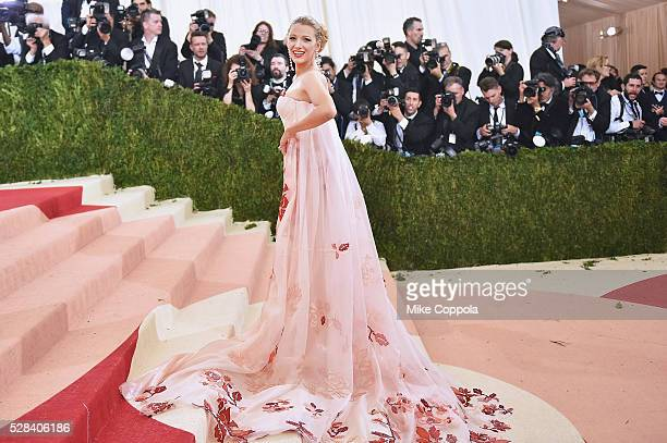 """Blake Lively attends the """"Manus x Machina: Fashion In An Age Of Technology"""" Costume Institute Gala at Metropolitan Museum of Art on May 2, 2016 in..."""