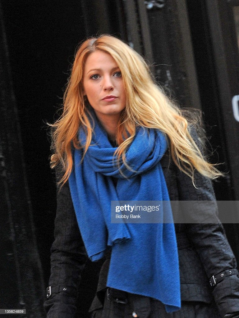 Blake Lively filming on location for 'Gossip Girl' on December 14, 2011 in New York City.