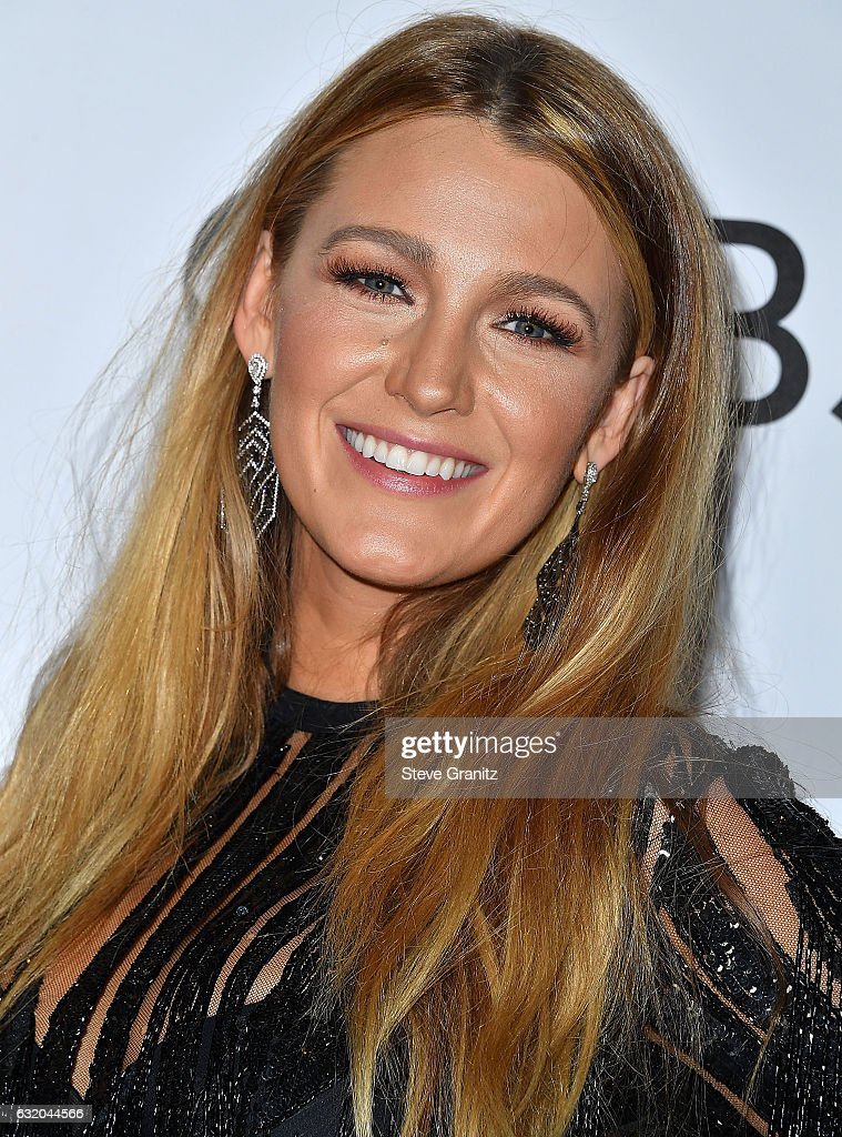 Blake Lively poses at the People's Choice Awards 2017 at Microsoft Theater on January 18, 2017 in Los Angeles, California.