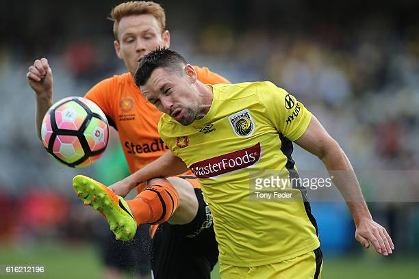 Blake powell of the Mariners contests the ball with Corey Brown of the Roar during the round three A-League match between the Central Coast Mariners...