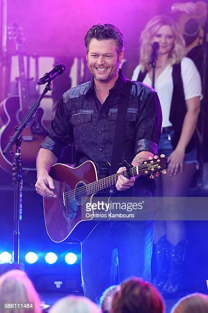 Blake Shelton performs on NBC's 'Today' at Rockefeller Plaza on August 5 2016 in New York City