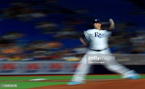 Blake Snell of the Tampa Bay Rays pitches during a game against the Toronto Blue Jays at Tropicana Field on May 29, 2019 in St Petersburg, Florida.