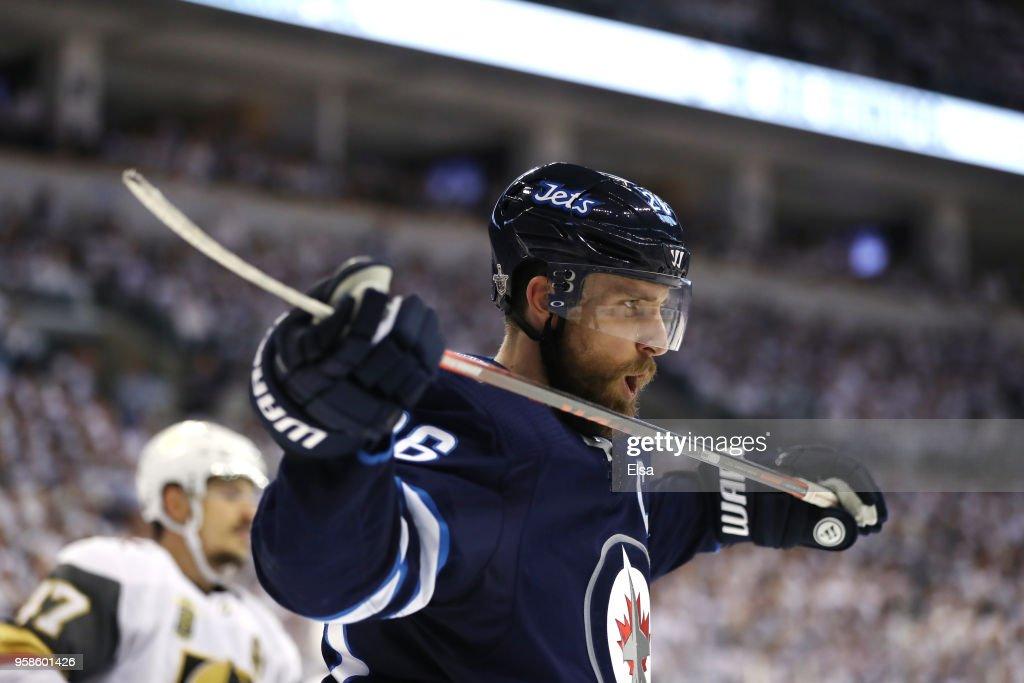 Vegas Golden Knights v Winnipeg Jets - Game Two : News Photo