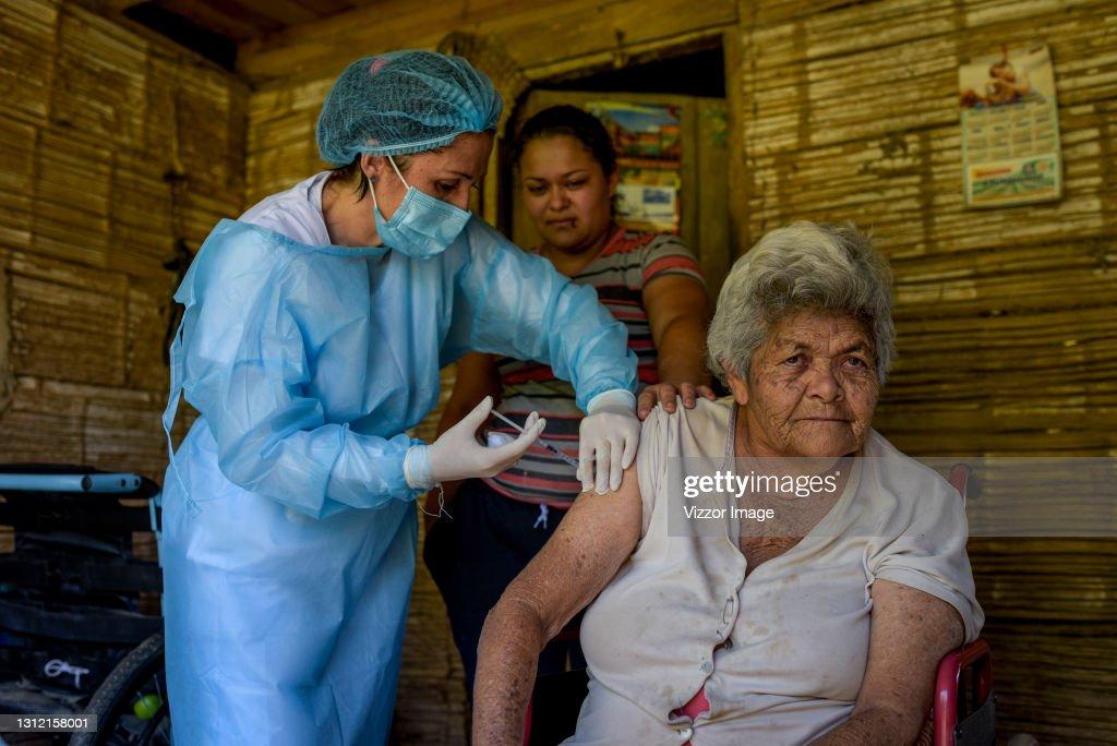 Door To Door Vaccination in Rural Areas Of Colombia : News Photo