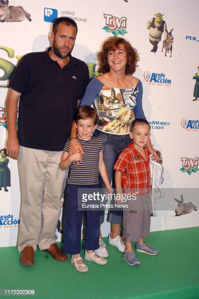 Blanca Fernández Ochoa and her familiy are seen at the premiere of the movie Shrek II on June 30 2004 in Madrid Spain