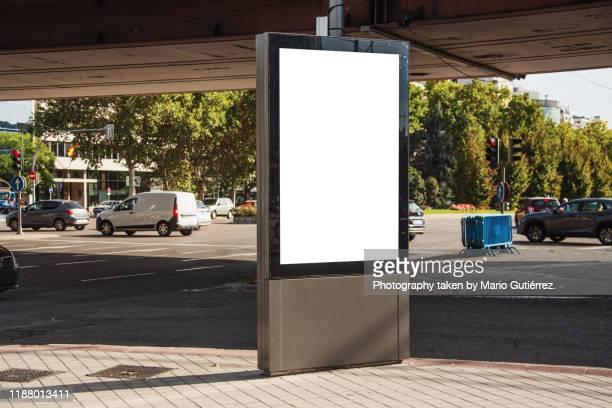 blank advertisement panel at street - auslage stock-fotos und bilder