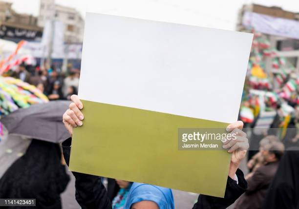 blank banner on street - demonstrant stock-fotos und bilder