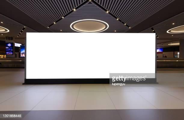 blank billboard at airport - outdoors imagens e fotografias de stock