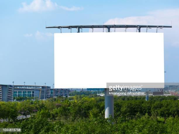 blank billboard at blue sky background - modello dimostrativo foto e immagini stock