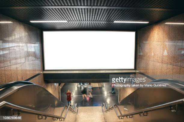 blank billboard at subway station - fotografia immagine foto e immagini stock