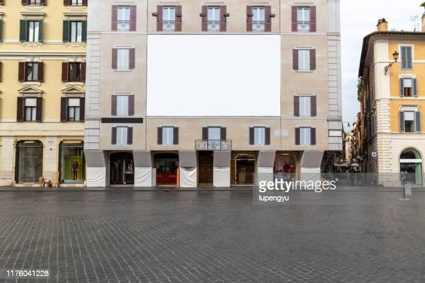 blank billboard on building facade - tabellone foto e immagini stock