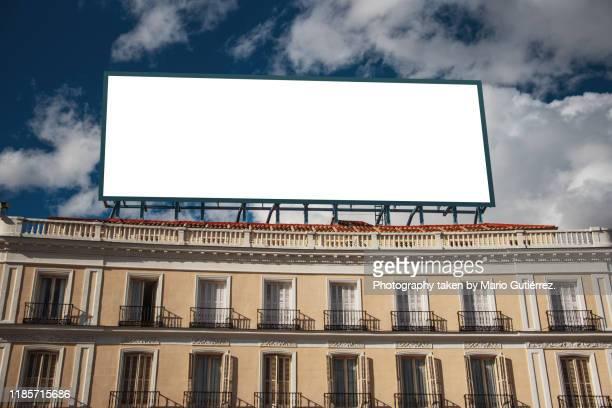 blank billboard on top of building - outdoors imagens e fotografias de stock