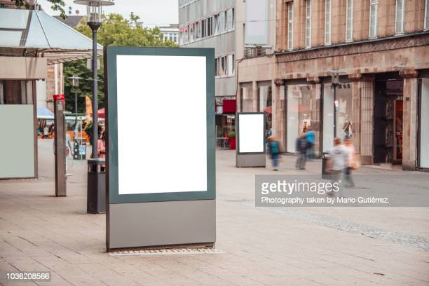 blank billboard outdoors - plakatwand stock-fotos und bilder
