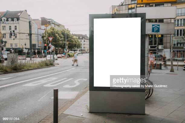 blank billboard outdoors - stadtzentrum stock-fotos und bilder