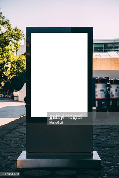 blank billboard - verticaal stockfoto's en -beelden