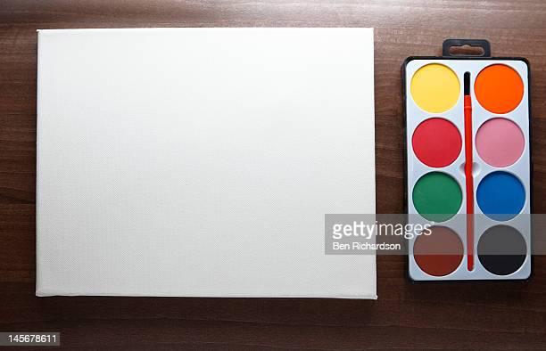 a blank canvas with paints - malerleinwand stock-fotos und bilder