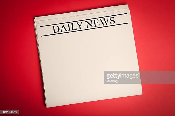 Blank journal sur fond rouge pour votre annonce