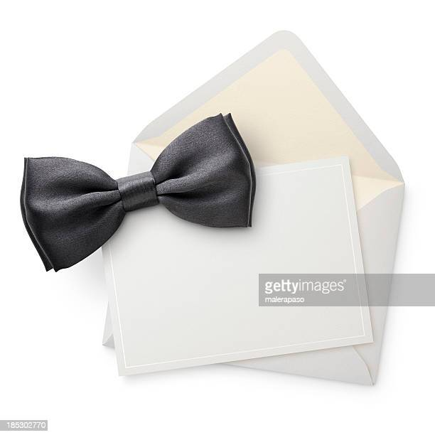 Blanco invitación con corbata de moño.