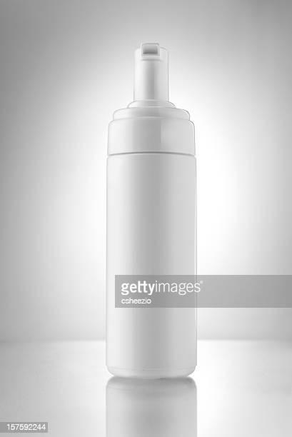 空白の保湿剤ボトル