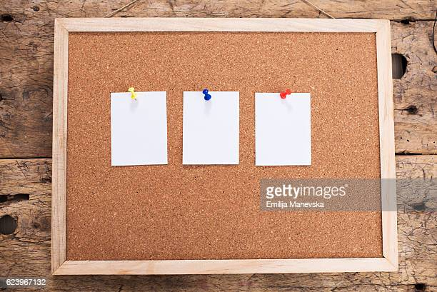 blank paper notice - bulletin board stock pictures, royalty-free photos & images