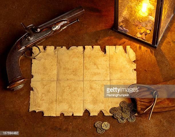 pistola papel en blanco con antigüedades y monedas de oro. horizontal. - guerra de la independencia de estados unidos fotografías e imágenes de stock