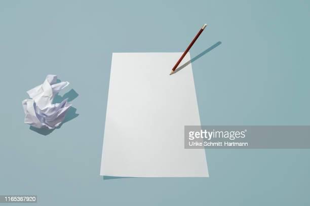 blank sheet of paper, red pencil and crumpled paper on light surface - pen schrijfgerei stockfoto's en -beelden