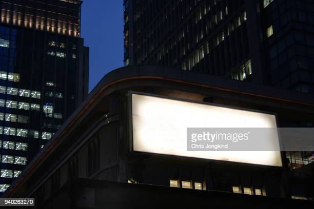 blank sign among office buildings - tabellone foto e immagini stock
