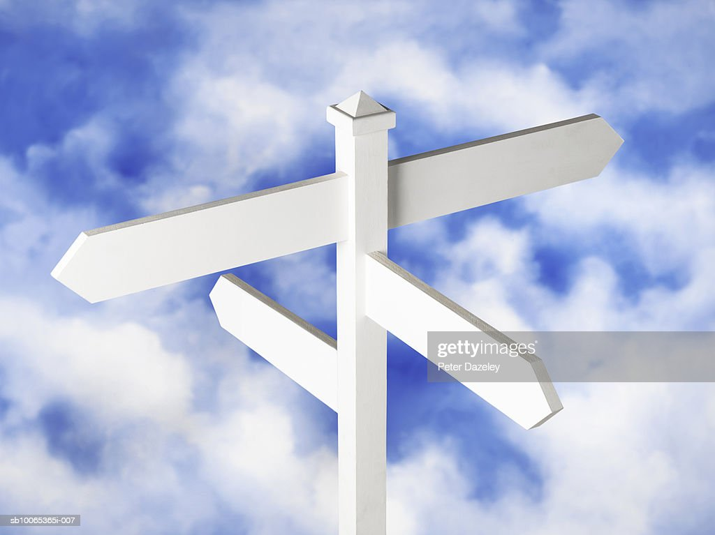 Blank sign post against cloudy sky : Foto stock