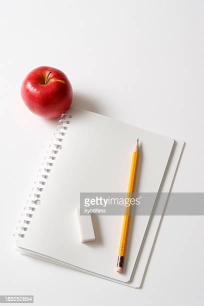 Isolé photo de vierge Carnet à spirale avec apple sur blanc