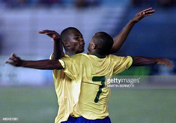 Blasilian players Ewerton and Leiton Santos goaled at the match against Paraguay Los jugadores brasilenos Ewerton y Leiton Santos festejan el gol de...