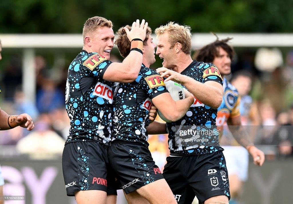NRL Rd 12 - Sharks v Titans : News Photo