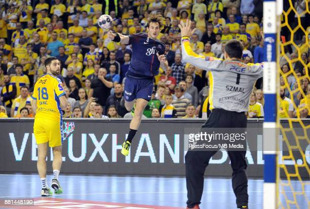 Blaz Janc Uwe Gensheimer Slawomir Szmal during the EHF Men's Champions League Game between PGE Vive Kielce and PSG Handball on November 26 2017 in...